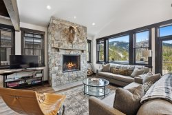 New Stunning Whitefish Ski-in Ski-out Luxury Townhouse with Hot Tub!