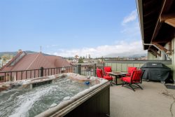 Luxurious Penthouse Condo in the heart of Downtown Whitefish! Sleeps 6!