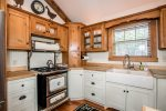 Show stopper gas range and stove with additional oven makes this a great kitchen