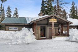 Spacious 3 Bedroom ski-in/ski-out Whitefish Mountain Retreat