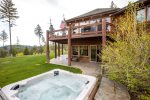 Welcome to Eagles Crest Retreat Enjoy a dip in the hot tub and enjoy the view