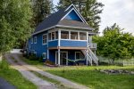 The cottage is just 20 minutes from Glacier Park.
