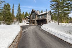 Brand New In-Law Apartment right next to the base lodge! Hot tub & Sleeps 6! Perfect location on the mountain!