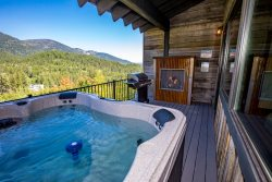 NEW Premier Ski-in Ski-out on Big Mountain!! Luxurious 7BD home with private hot tub and panoramic views!