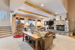 4BD 4BA Ski Haus on Big Mountain!!! Access to communal hot tub!! Sleeps 13!