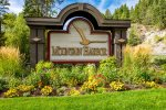 The Mountain Harbor Community has wonderful amenities and a great location