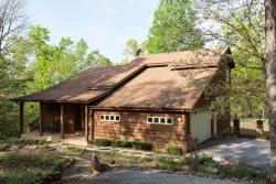 PET FRIENDLY ~ FIREPLACE ~ INTERNET ~ SCREENED PORCH ~ LAKE ACCESS CLOSE BY ~ PAVED DRIVE