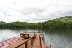 LAKEFRONT ~ MOUNTAIN VIEWS ~ PORCH SWING ~ DOCK SPACE ~ SWIMMING AREA ~ INTERNET
