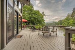 LAKE LURE LAKEFRONT ~ PET FRIENDLY ~ WI-FI ~ MOUNTAIN VIEWS ~ ROMANTIC ~ KING SIZE BED ~ BOAT DOCK ~ SECOND COTTAGE