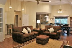 RESORT AMENITIES | KING SIZE BED | INTERNET |  WALKING DISTANCE TO AMENITIES