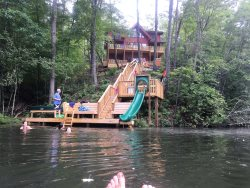 LAKEFRONT ~ FAMILY FRIENDLY ~ HOT TUB ~ KAYAK ~ PRIVATE ~ ROMANTIC ~ WOOD FLOORS