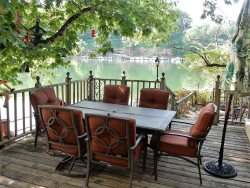 LAKE LURE LAKEFRONT ~ WI-FI  ~ FAMILY FRIENDLY ~ KING SIZE BED ~ BOAT DOCK ~ KAYAK