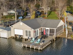 LAKE LANIER LAKEFRONT | VIEWS | ROMANTIC | FANTASTIC OUTSIDE SPACE AT THE LAKE | EASY ACCESS