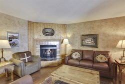 Beautifully Decorated 2 Bedroom Mountain Retreat