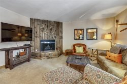 Pet Friendly 2 Bedroom Ski Condo with Amazing Views