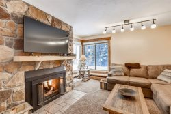 Beautiful 2 Bedroom Condo with Slopeside Access