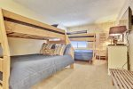 Bedroom/Bunk Beds