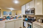 Nice Bright Kitchen - Fully stocked for Baking and Cooking / All appliances