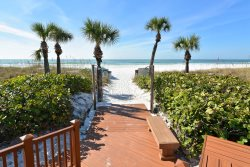 Beautiful Condo in Siesta Dunes Beachside Complex with Saltwater Pool and Spa!