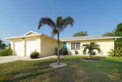 6741 Avenue D - 3 Bed / 2 Bath 1/2 Mile from Siesta Key - New Pool !