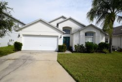 Retreat to this lovely water front villa! Easy acces to Orlando/Tampa attractions. Close to all the excitement with the quiet comfort of home.