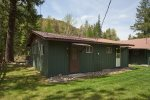Great duplex cabin that is right on the river and has views of the mountains.
