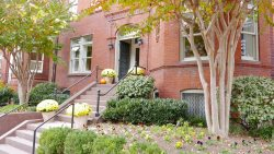 Stay in Prime Dupont Circle Location ~ In one of the citys most well-reviewed homes