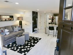Stylish & Modern Apt in the heart of Shaw ~ Sleeps 4 WALK to metro & Convention Center!