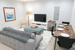 Serene in the City ~ Sleeps 4 in Shaw/Bloomingdale!