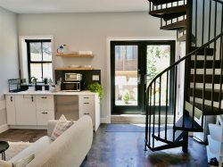 The Chic Carriage house in Shaw! Sleeps 2