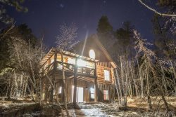The Outback-Beautiful new log cabin with pool next door and close to Deadwood