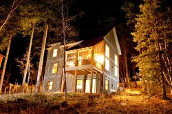 Cash`s Sluice-Cabin close to Deadwood with private hot tub, Access to Pool