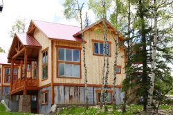 Avalanche Chalet-Ski-in/Ski-out condo on Terry Peak with shuffleboard, hot tub