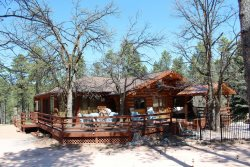 Bear Country Log Cabin - Pet Friendly* near Mt Rushmore and Bear Country USA