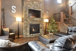 Eagle View Lodge - New 5 Bedroom, 3.5 Bath Cabin with views, hot tub, foosball