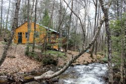Serene Stream Side Cabin, Located Just Minutes to Howard Pond