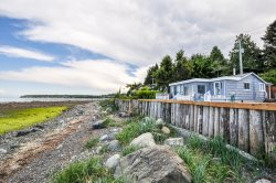 Qualicum Beachside Cottage ~ Beachfront, Cozy 2 Bedroom, 2 Bathroom Cottage on Qualicum Beach