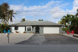 3/2 Pet Friendly Canal Front Home!