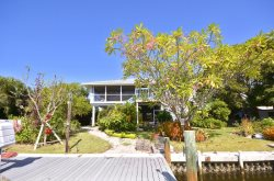 Beautiful 2/2 stilt home with great access to the GULF!