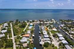 Newly Renovated 2/2 POOL Home with BOAT LIFT, INCREDIBLE ACCESS
