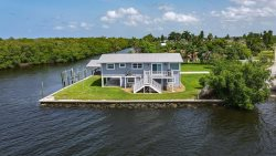 2/2 GORGEOUS home with Panoramic views of the water!
