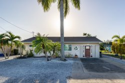 2/2 Water front home with INCREDIBLE canal access! Boat lift included!