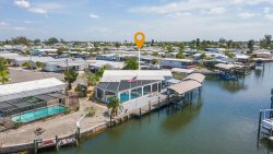 3/2 POOL HOME IN CHERRY ESTATES, BOAT LIFT INCLUDED!
