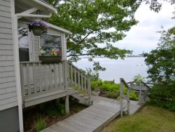 Romantic Shorefront Cottage on Harpswell Sound