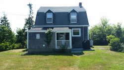 Recently renovated early 1900's cottage with views of the ocean!