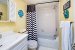 Bright & sunny Full Bathroom with Tub/Shower Combo.
