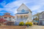 A gorgeous Canal Front Home in Captain`s Cove awaits you.
