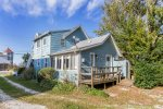 Waterman`s Cottage is a Chincoteague Vacation Experience you will love.