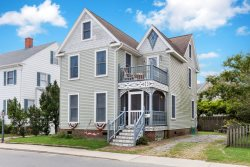 Victorian Cottage - An Awe-Inspiring Chincoteague Island Vacation Experience!
