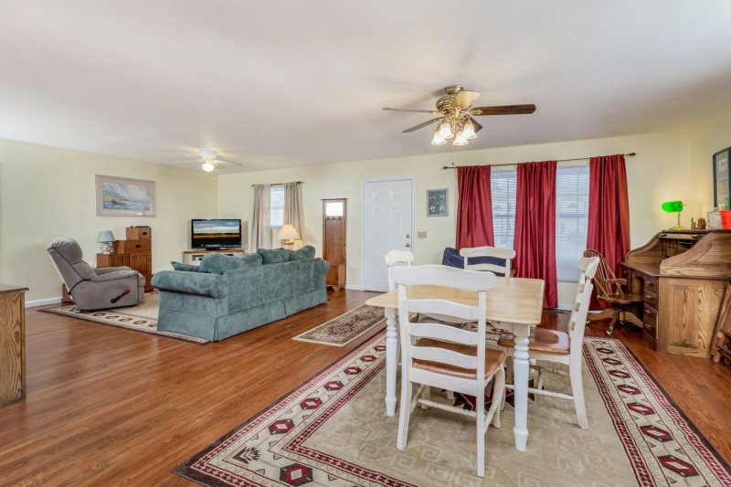 Simply a wonderful Pet-Friendly Vacation Home that sleeps 8 in a Great Location. & Frankie\u0027s Place | Pet-Friendly Chincoteague Island Vacation Home ...